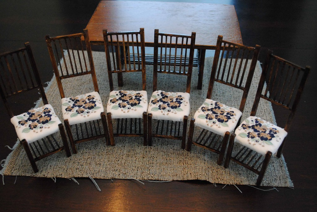 6 model chairs displaying the embroidered cushions
